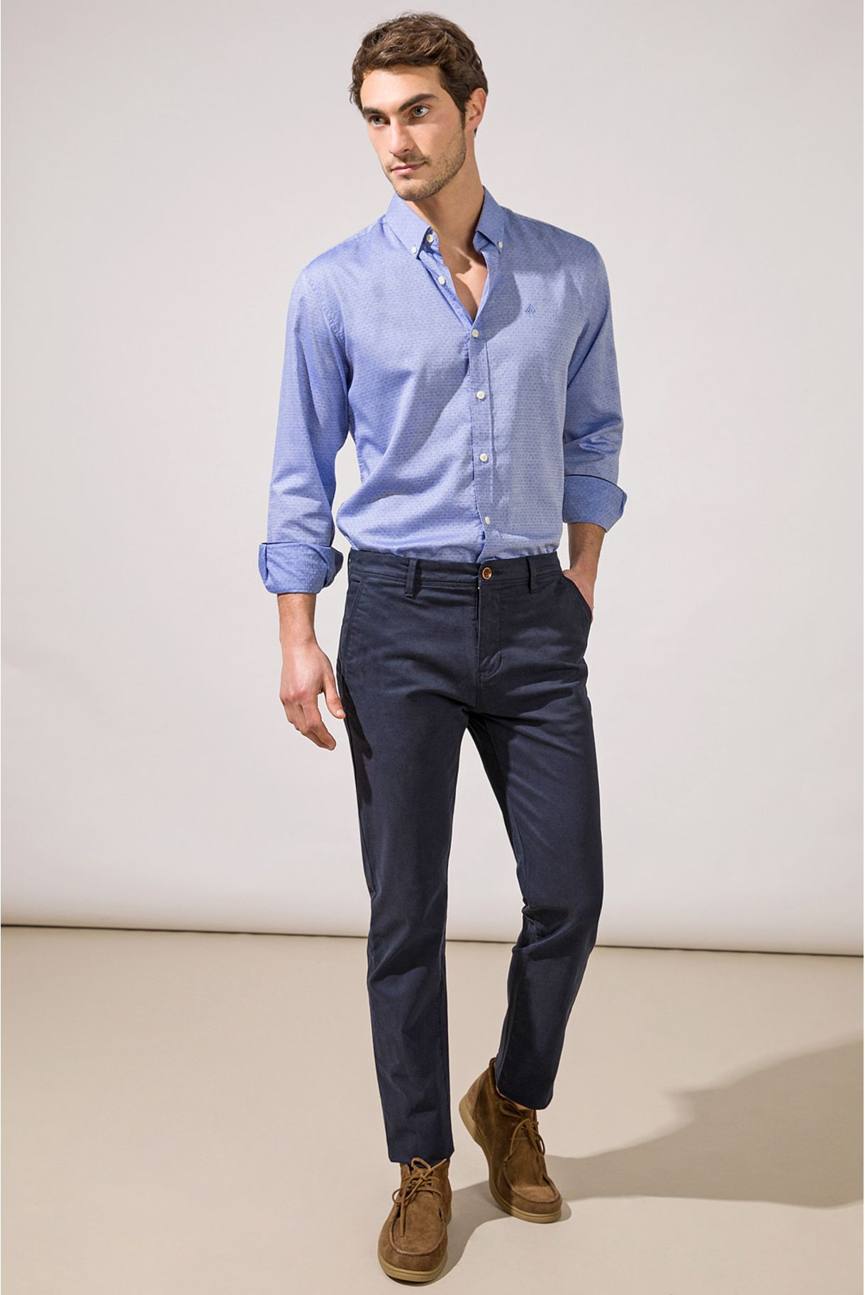 CHINO TROUSERS WITH REGULAR FIT CUT