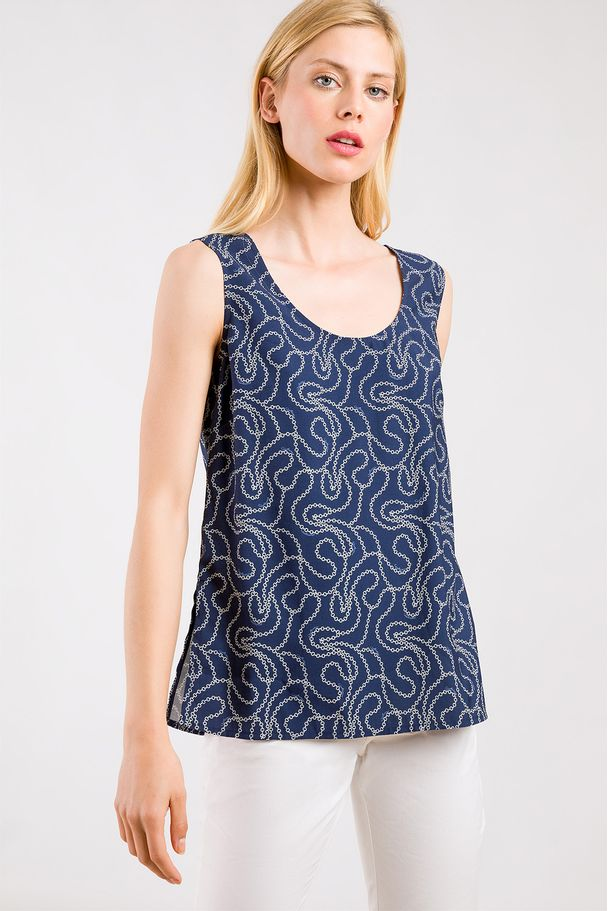 PRINTED TOP WITH CHAINS